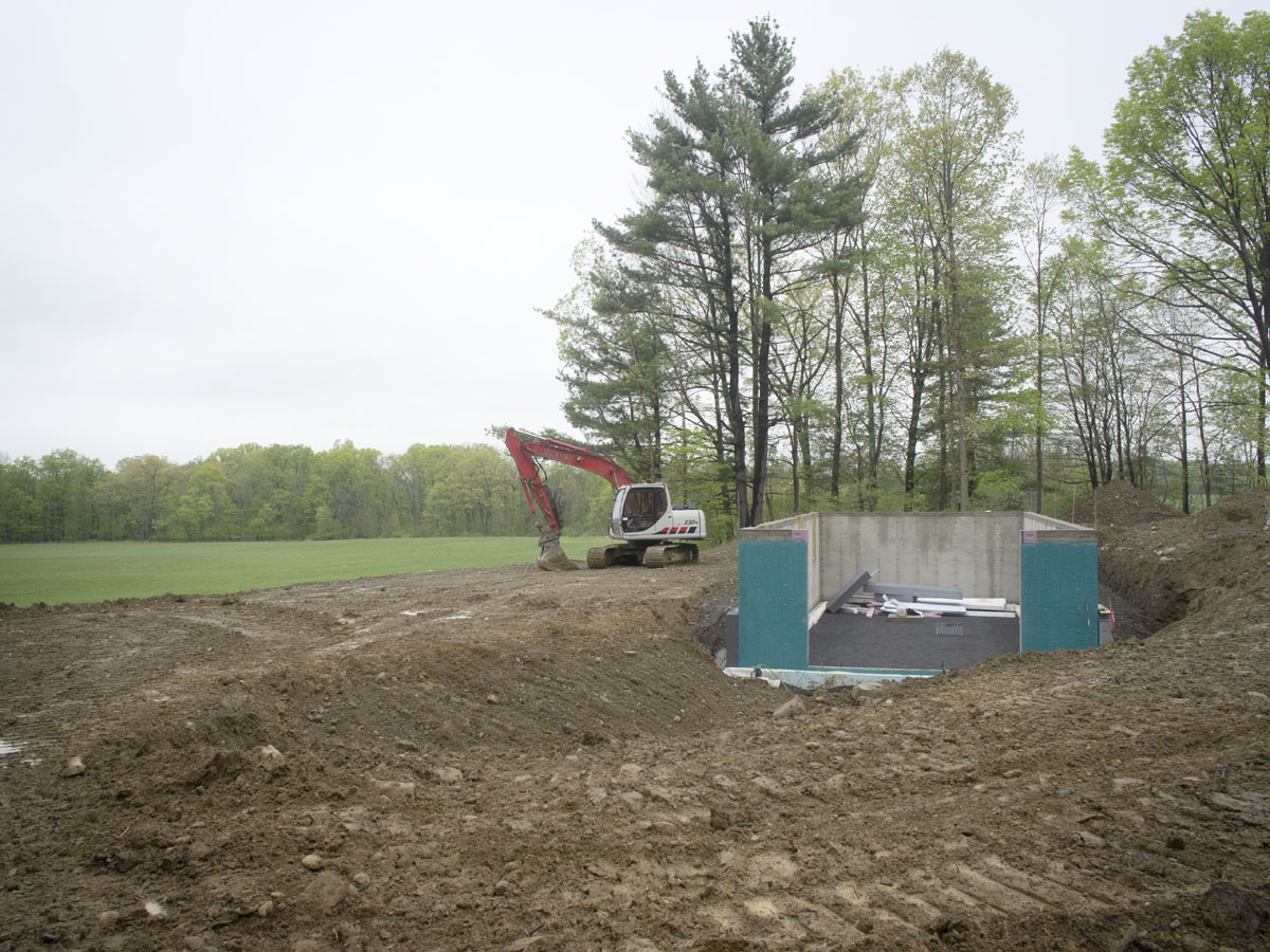 1 dig to deck new hudson valley page 3 for Digging foundation for house